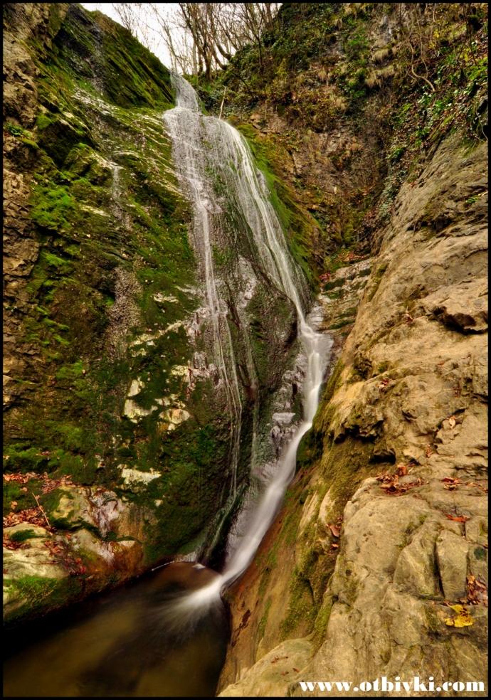 Водопадът през есента