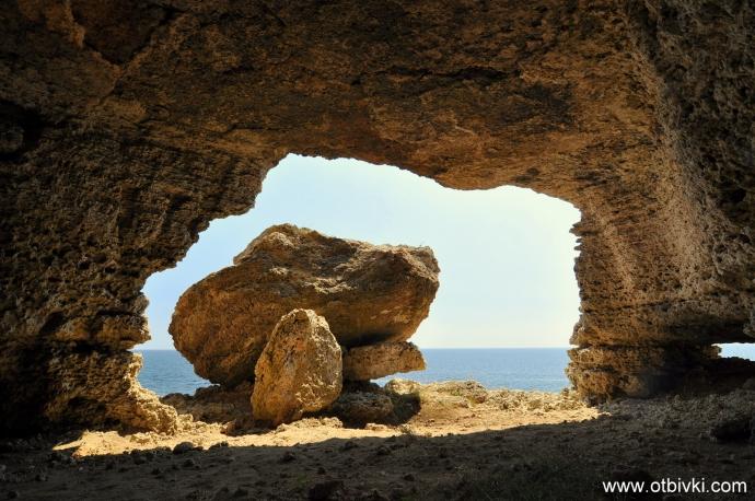 Гледка от пещерата